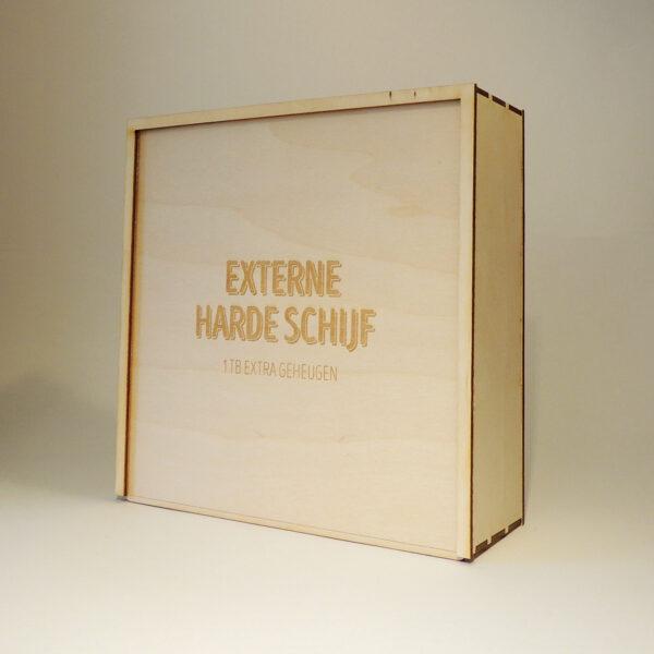 Houten doos met Externe Harde Schijf op schuifdeksel
