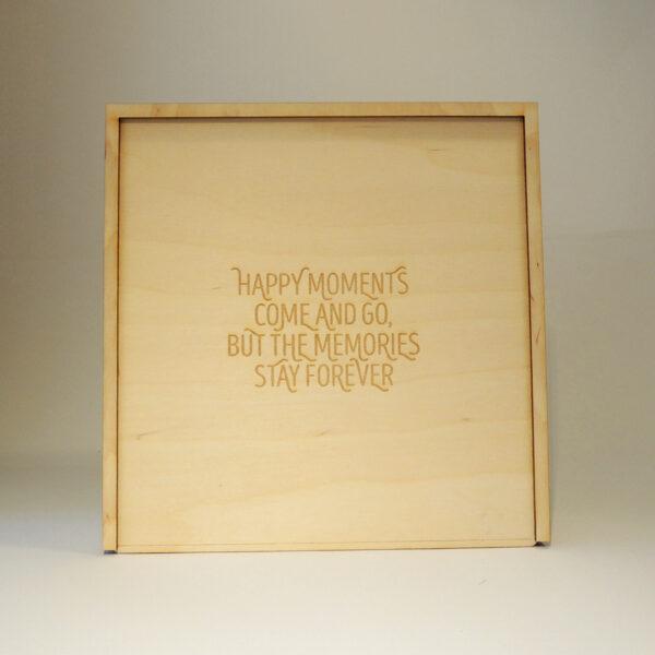 Houten doos met Happy moments op schuifdeksel